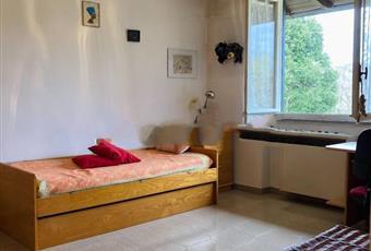 Il pavimento è piastrellato, la cucina è luminosa, la camera è luminosa Lombardia CO Lipomo
