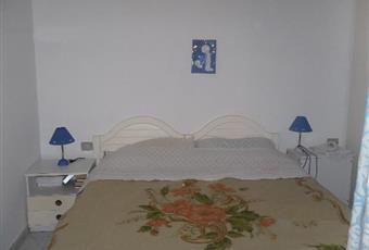 Stanza con letto matrimoniale e un letto a castello Sardegna CI Carloforte