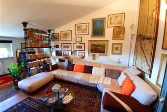 Il salone è luminoso, con soffitto a volta, il pavimento è piastrellato Lombardia LO Borghetto Lodigiano