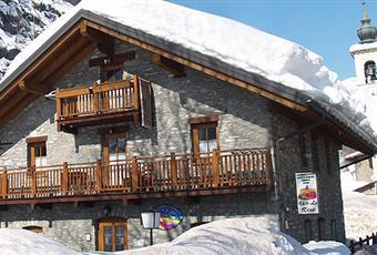 vista del complesso immobiliare dove si trova l'appartamento in vendita Valle d'Aosta AO Gressoney-La-Trinitè