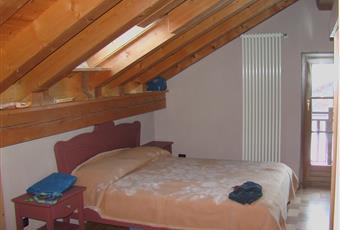 stanza da letto a piano mansardato con 2 letti doppi, quattro posti letto Valle d'Aosta AO Gressoney-La-Trinitè