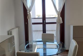 Il pavimento è di parquet, il salone è luminoso Lombardia MI San Donato Milanese