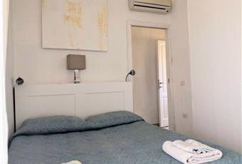 Il pavimento è piastrellato, la camera è luminosa Sardegna SU Sant'Anna arresi