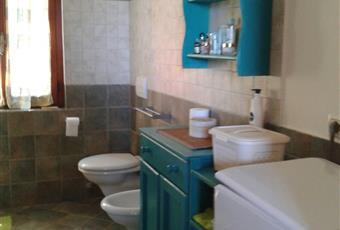 Il pavimento è piastrellato, il bagno è luminoso Toscana LI Capoliveri