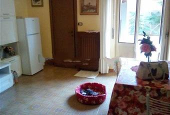 Il salone è con camino, il pavimento è piastrellato, luminoso Lombardia PV Vigevano