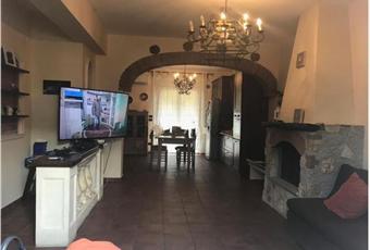 Il pavimento è piastrellato, il salone è con camino, il pavimento è di parquet Calabria RC Reggio di Calabria