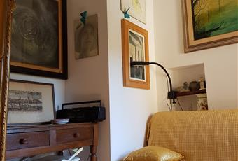 Camera studio con divano letto matrimoniale e armadio guardaroba, bagno in camera  Abruzzo PE Loreto Aprutino
