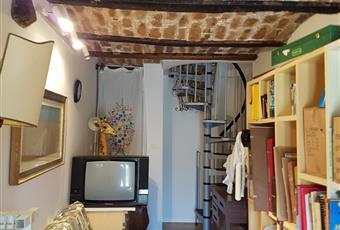 Il pavimento è piastrellato, il salone è con travi a vista Abruzzo PE Loreto Aprutino