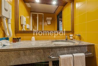 Bagno piastrellato con doccia Veneto BL Cortina d'Ampezzo