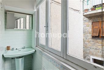 Bagno piastrellato con finestra Liguria IM Villa Faraldi