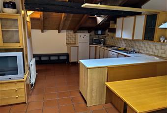 Il pavimento è piastrellato, la cucina è con travi a vista Trentino-Alto Adige TN Trento