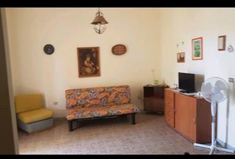 Il pavimento è piastrellato, la cucina è con travi a vista, la cucina è luminosa Sicilia SR Avola