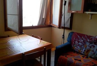 Un unico locale fa da cucina e soggiorno. Il divano letto è di una piazza e mezza. Liguria IM Cervo
