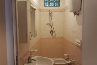 Il pavimento è piastrellato, il bagno è luminoso Calabria VV Pizzo