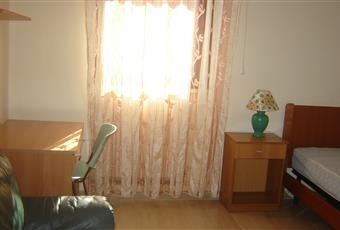 L'appartamento è composto da 3 camere da letto. In ogni camera è presente letto, scrivania, armadio e mensole. Le camere sono tutte molto luminose.  Puglia FG Foggia