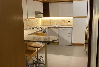 La cucina completamente arredata ed attrezzata, anche piano colazione, si affaccia tramite una portafinestra su un ampio balcone a terrazza coperta Emilia-Romagna FE Bondeno