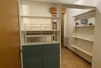 Camera attrezzata con doppio letto in verticale, armadio e piani d'appoggio Emilia-Romagna FE Bondeno