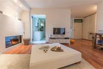 Il pavimento è di parquet, il salone è con camino, il salone è con soffitto a volta, luminoso Marche FM Porto Sant'Elpidio