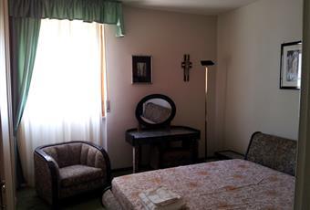 La camera è luminosa, il bagno è luminoso, il pavimento è piastrellato, il salone è luminoso Sardegna SS Sassari