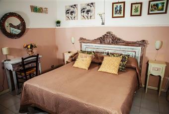 Il salone è luminoso, il salone è con travi a vista, il pavimento è piastrellato Puglia BA Bari