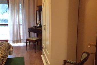 stanza a nord ampia e luminosa. Porta finestra che accede ad un balcone di circa 5 metri. Liguria GE Genova