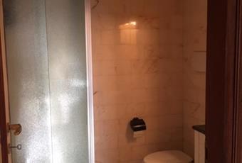 stanza con doccia all'interno camera Liguria GE Genova