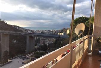 balcone vivibile di circa 10mq. che affaccia su via Tre Pini; Ampia vista monti e mare. A circa 7 minuti dalla spiaggia di Chighizola/Sturla.Zona silenziosa. Liguria GE Genova