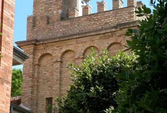 Ampio appartamento in villa storica