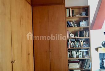 Il pavimento è di parquet, armadi a muro e librerie fatti su misura Campania BN Benevento