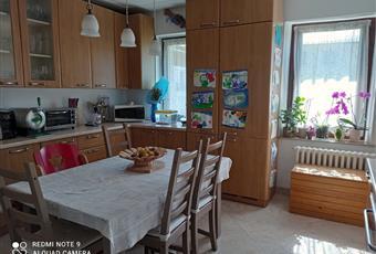 La cucina è luminosa, il pavimento è piastrellato. finestre ad est verso Montanel Veneto BL Domegge di Cadore