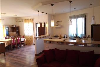 Il pavimento è di parquet, il salone è luminoso, con camino Lazio RM Fonte Nuova