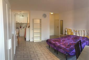 Il pavimento è piastrellato, la camera è luminosa Marche PU Urbino