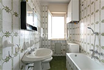 il bagno e piccolo ma luminoso. si potrebbe essendoci accanto la stanza da letto molto grande ampliarlo tranquillamente senza grandi spese idrauliche   Liguria IM Riva ligure