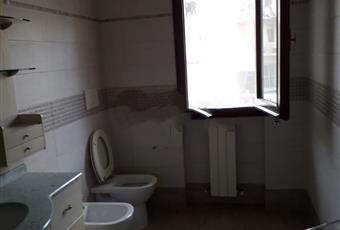 Il pavimento è piastrellato, il bagno è luminoso Toscana PO Montemurlo