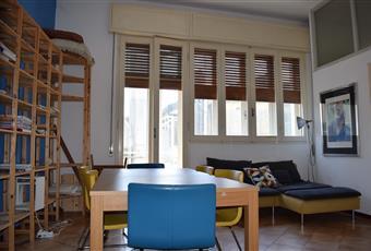 Soggiorno spazioso climatizzato con accesso al balcone , il pavimento è piastrellato, il salone è luminoso Emilia-Romagna FE Ferrara
