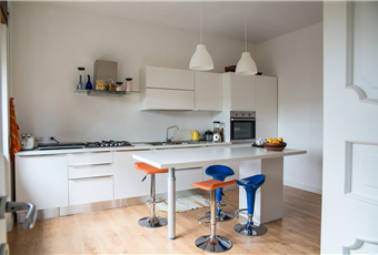 Il pavimento è di parquet, la cucina è luminosa e spaziosa Calabria CS Castrolibero