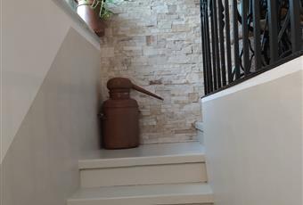 la scala è in smalto e vero quarzo, da cui si è ricavato un angolo ufficio Piemonte AL Viguzzolo