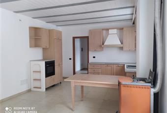 Il pavimento è piastrellato, la cucina è con soffitto perlinato, il piano cottura è ad induzione Piemonte AL Viguzzolo