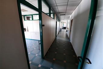 Il salone è luminoso, il pavimento è piastrellato Campania CE Marcianise