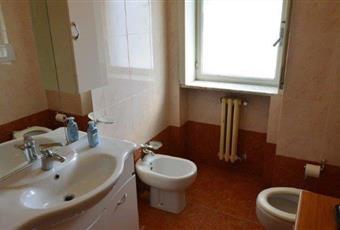 Il bagno è luminoso, il pavimento è piastrellato Puglia LE Lecce