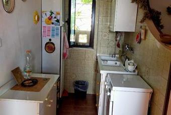 La cucina è luminosa, il pavimento è piastrellato Puglia BR Brindisi
