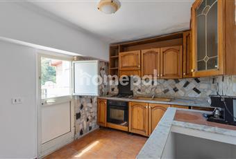 Cucina abitabile con accesso al terrazzo. I mobili e gli elettrodomestici sono nuovi. Sicilia ME Messina