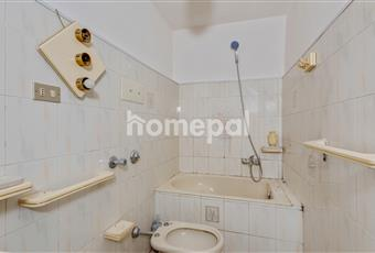 Bagno piastrellato con due scaldabagni e lavatrice nuovi Sicilia ME Messina