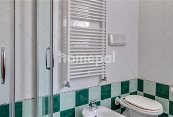 Bagno piastrellato con doccia e finestra Veneto VE Stra