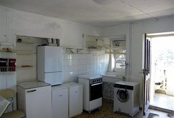 La cucina è luminosa, il pavimento è di parquet, il salone è luminoso Piemonte VB Cossogno