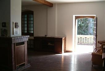 Il pavimento è di parquet, il salone è luminoso Campania BN Fragneto Monforte