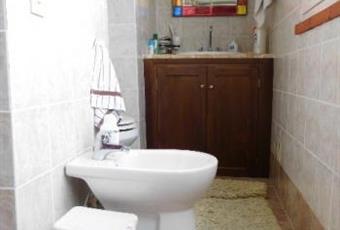 Il pavimento è piastrellato, il bagno è luminoso Lazio RI Scandriglia