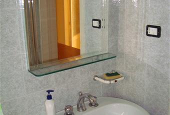 Il bagno è luminoso, con vasca Sicilia AG Agrigento