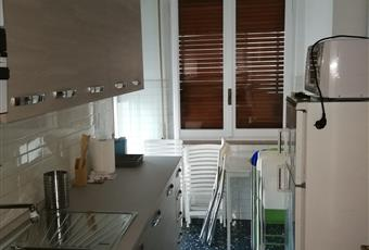 Cucina con accesso terrazzo vista monti Liguria IM Sanremo