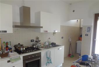 Cucina abitabile, molto luminosa e completamente ristrutturata con stanzino lavanderia più balcone. Abruzzo PE Montesilvano